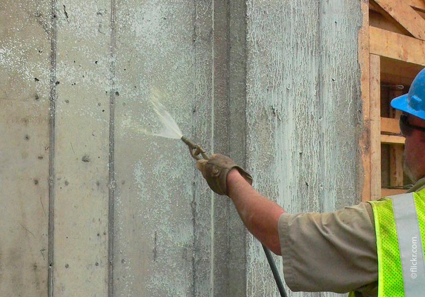 Нанесение гидрофобизаторов продлевает срок службы бетонных конструкций