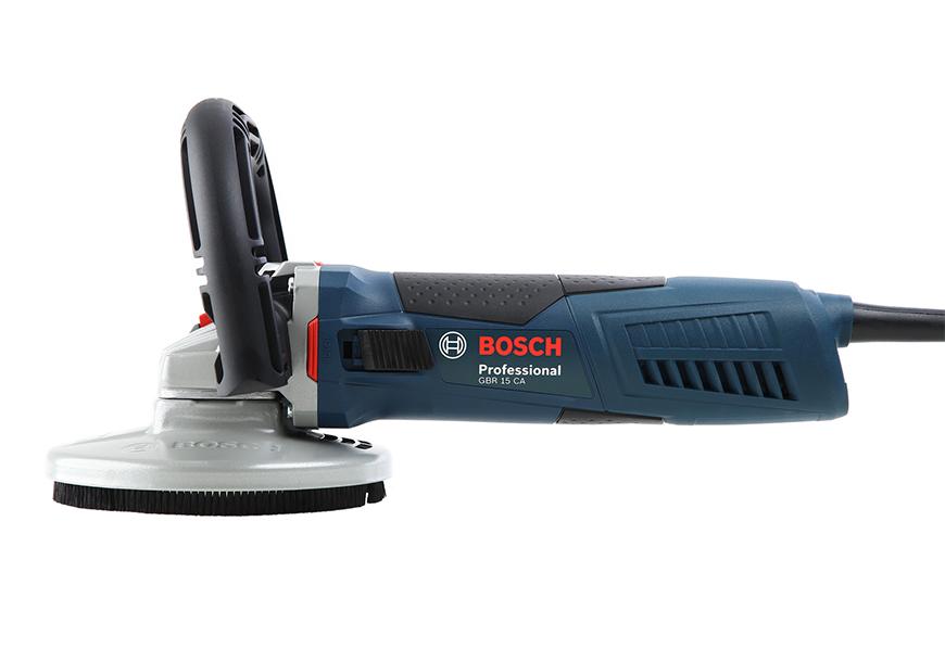 BOSCH GBR 15 CA легко снимает поверхностный слой бетонного пола