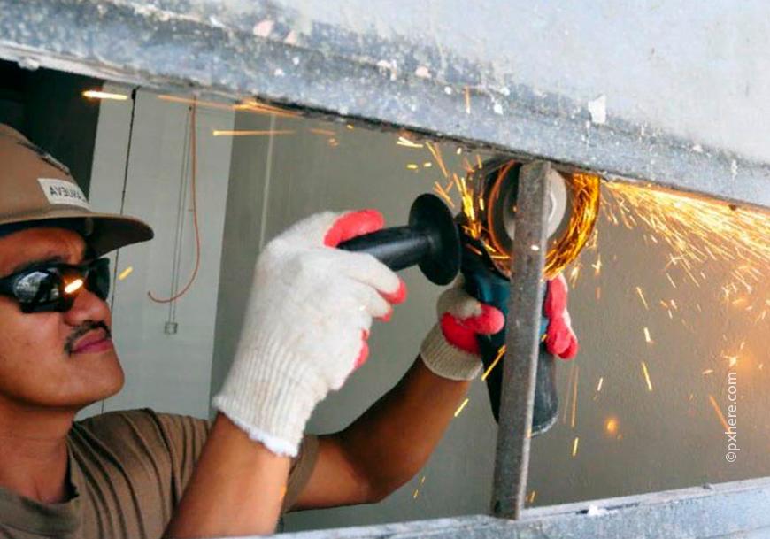 Шлифовальная машинка используется для шлифовки бетона