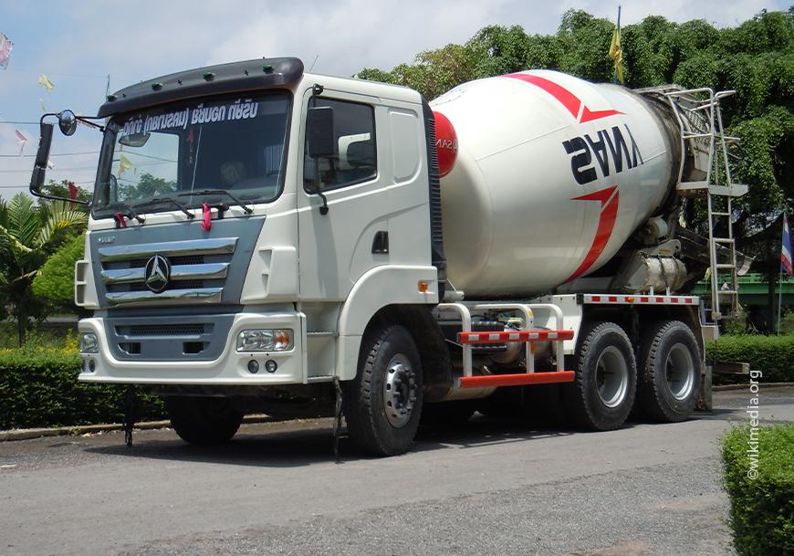 Перевозка бетона проводится автобетоновозом